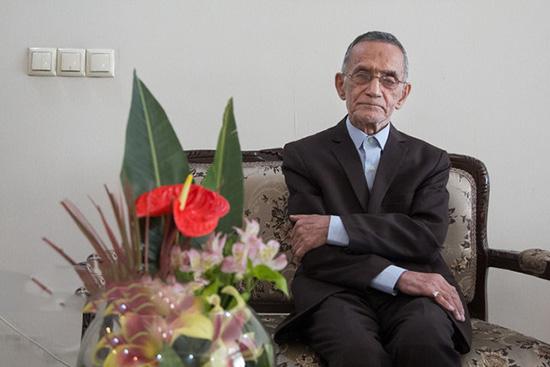 رکورد 71 سال معلمی حسین وحیدی