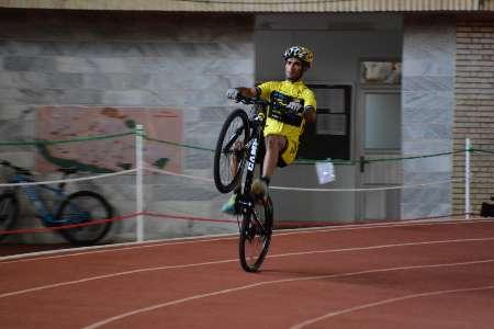 ثبت رکورد دوچرخه سواری تک چرخ-اوات رشیدی